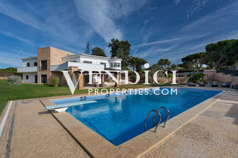 CONTEMPORARY 5 Bed Villa