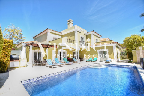 Stunning Spacious 4 Bedroom Villa