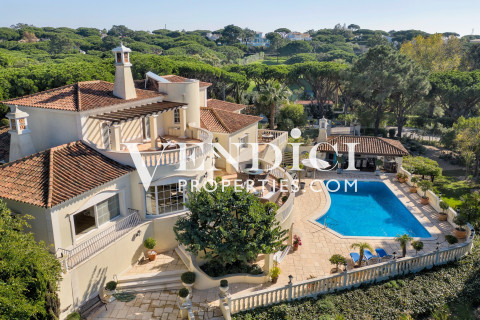 Imposing and Private 3+2 Bed Villa
