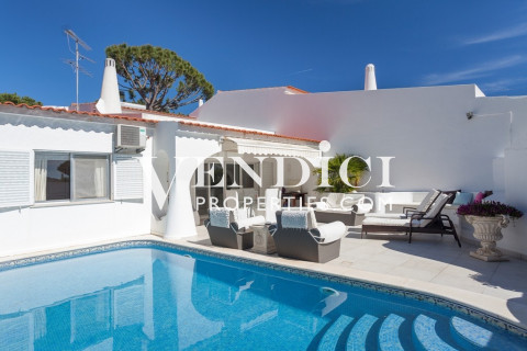 DELIGHTFUL 3 Bedroom semi-detached villa in Vale do Lobo.