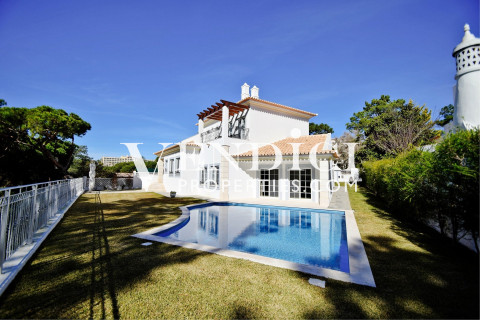 Modern Spacious 4 Bedroom Villa For Sale