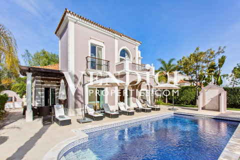 Luxury 4 Bed Villa For Sale