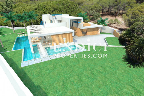 4,000 m2 Plot With Existing Villa