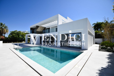 Stunningly Renovated 4 Bedroom Villa