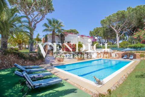 Renovated 4 Bed Villa For Sale in Vilamoura