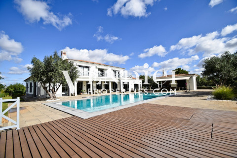 A stunning 5 Bed Villa For Sale