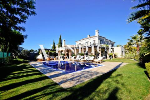 Elegant 5 bedroom Villa set on a large plot in Quinta Verde