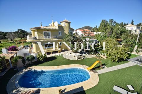 SPACIOUS 6 Bedroom Villa in Vale d'Eguas.