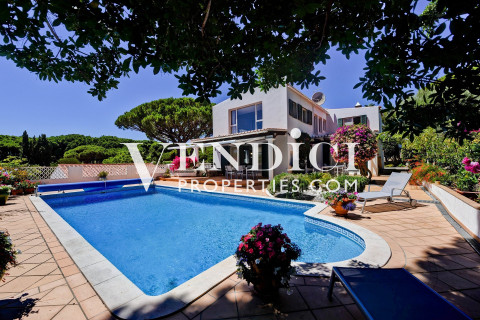 SUPERB 4 Bed Villa For Sale