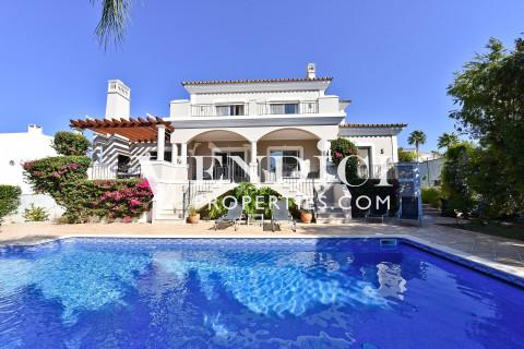 Superb 4 Bedroom Villa For Sale